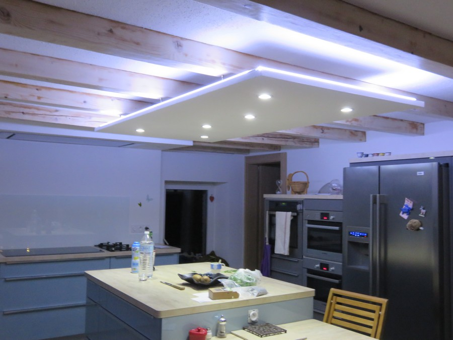 Led ruban decoratif downlight eclairage led cuisine salon for Spot de cuisine